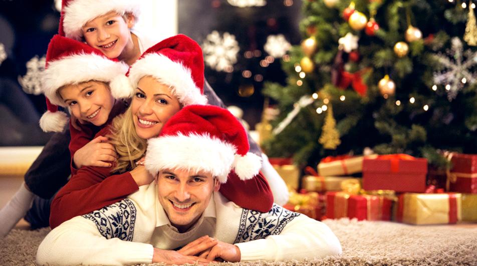 гламурные фото всей семьей у елочки новогодней каньоны турции
